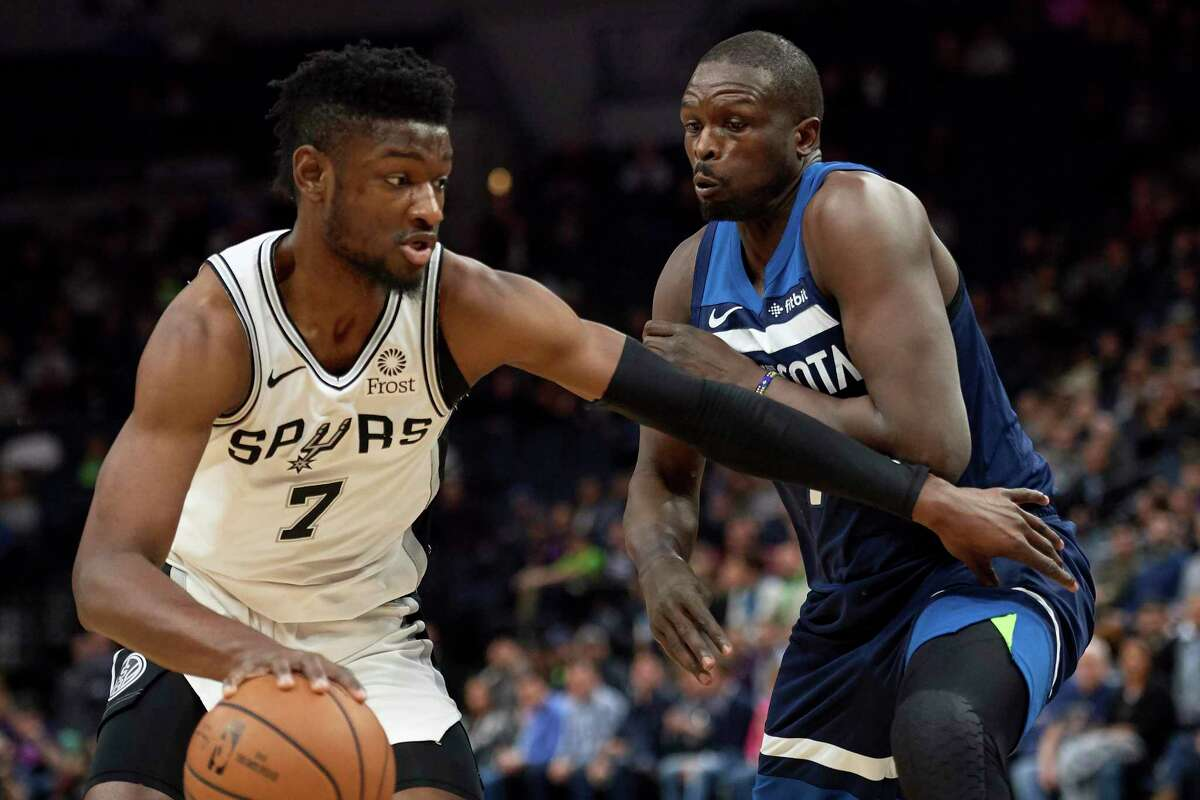 MINNEAPOLIS, MN - NOVEMBER 28: Luol Deng #9 of the Minnesota Timberwolves defends against Chimezie Metu #7 of the San Antonio Spurs during the game on November 28, 2018 at the Target Center in Minneapolis, Minnesota. NOTE TO USER: User expressly acknowledges and agrees that, by downloading and or using this Photograph, user is consenting to the terms and conditions of the Getty Images License Agreement. (Photo by Hannah Foslien/Getty Images)