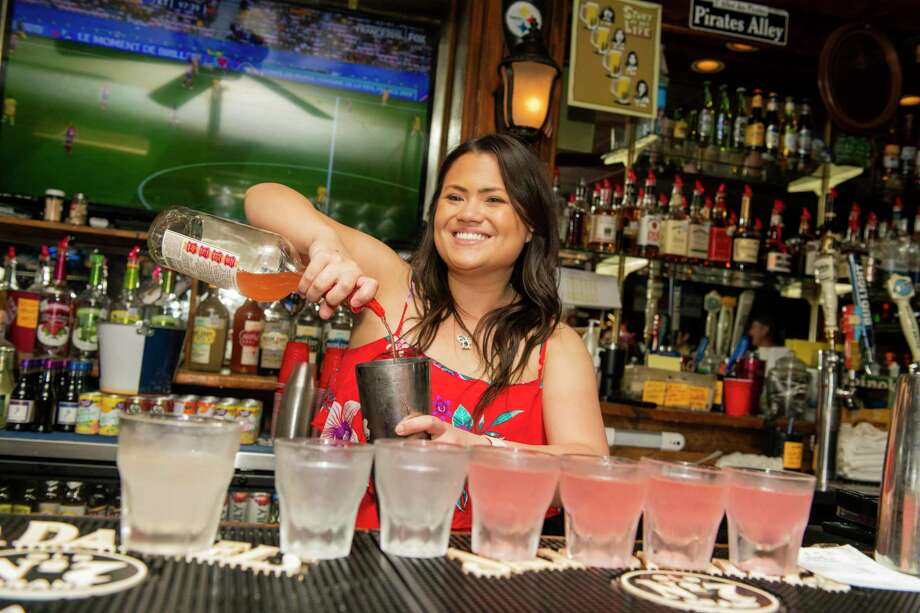 Schooners Sports Bar: The Northeast Side bar will be serving free burgers, hot dogs and Frito Pie on Saturday for the NFL football games. On Sunday, the bar will have Buffalo chicken and pulled pork sliders with pasta, potato salad and baked beans. There will also be great drink specials, the bar stated on its Facebook. 1325 NE Loop 410, 12 p.m. to 2 a.m., (210) 829-8252, schooners-sa.com.  Photo: Carlos Javier Sanchez /Contributor / Carlos Javier Sanchez
