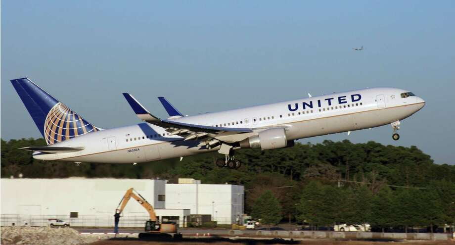 A United Airlines Boeing 767 takes off from Bush Intercontinental Airport. Photo: Bill Montgomery / Houston Chronicle