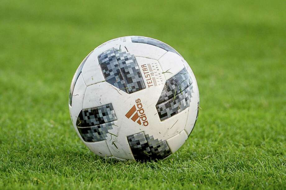 An official soccer ball prior to a women's match Photo: TF-Images / Getty Images / 2018 TF-Images