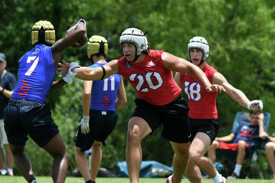 Montgomery defender Leslie Williams (20) makes a play on a SA O'Connor receiver (7) during the first half of their Division I bracket game at the state 7 on 7 tournament at Veterans Park and Athletic Complex in College Station on Friday, June 28, 2019. Photo: Jerry Baker, Houston Chronicle / Contributor / Houston Chronicle