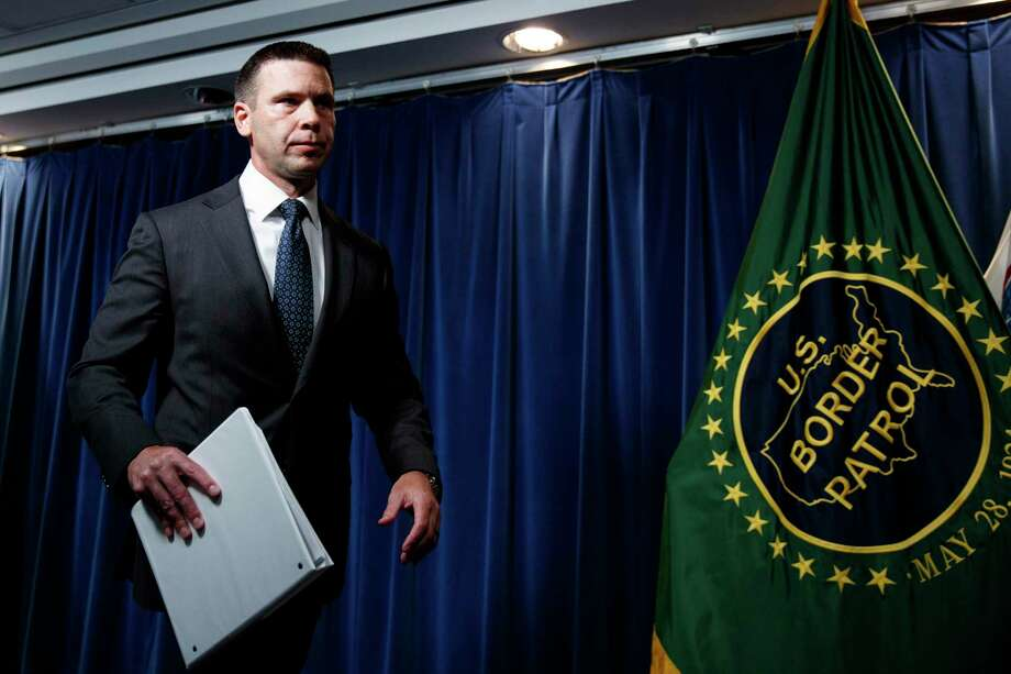 El secretario interino de Seguridad Nacional Kevin McAleenan sale de una conferencia de prensa en Washington el viernes 28 de junio de 2019. Photo: Carolyn Kaster /Associated Press / Copyright 2019 The Associated Press. All rights reserved