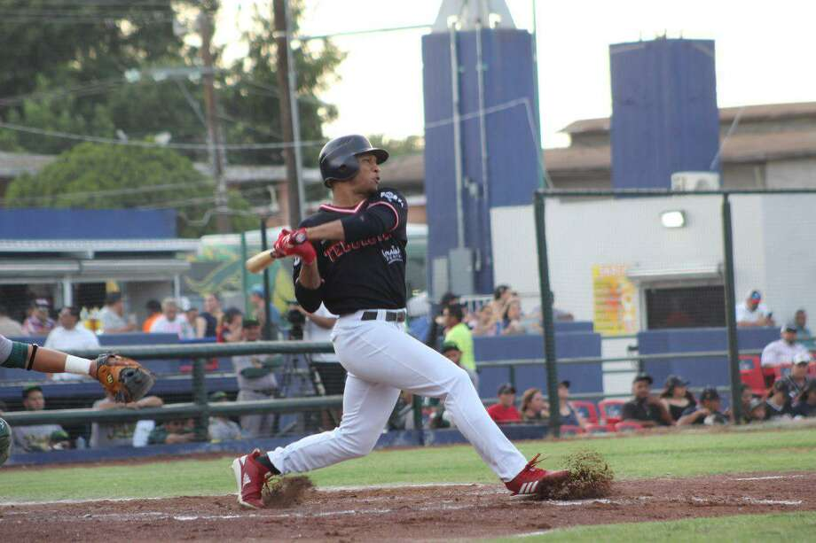 Tecolotes Dos Laredos center fielder Johnny Davis Photo: Courtesy Of The Tecolotes Dos Laredos /file