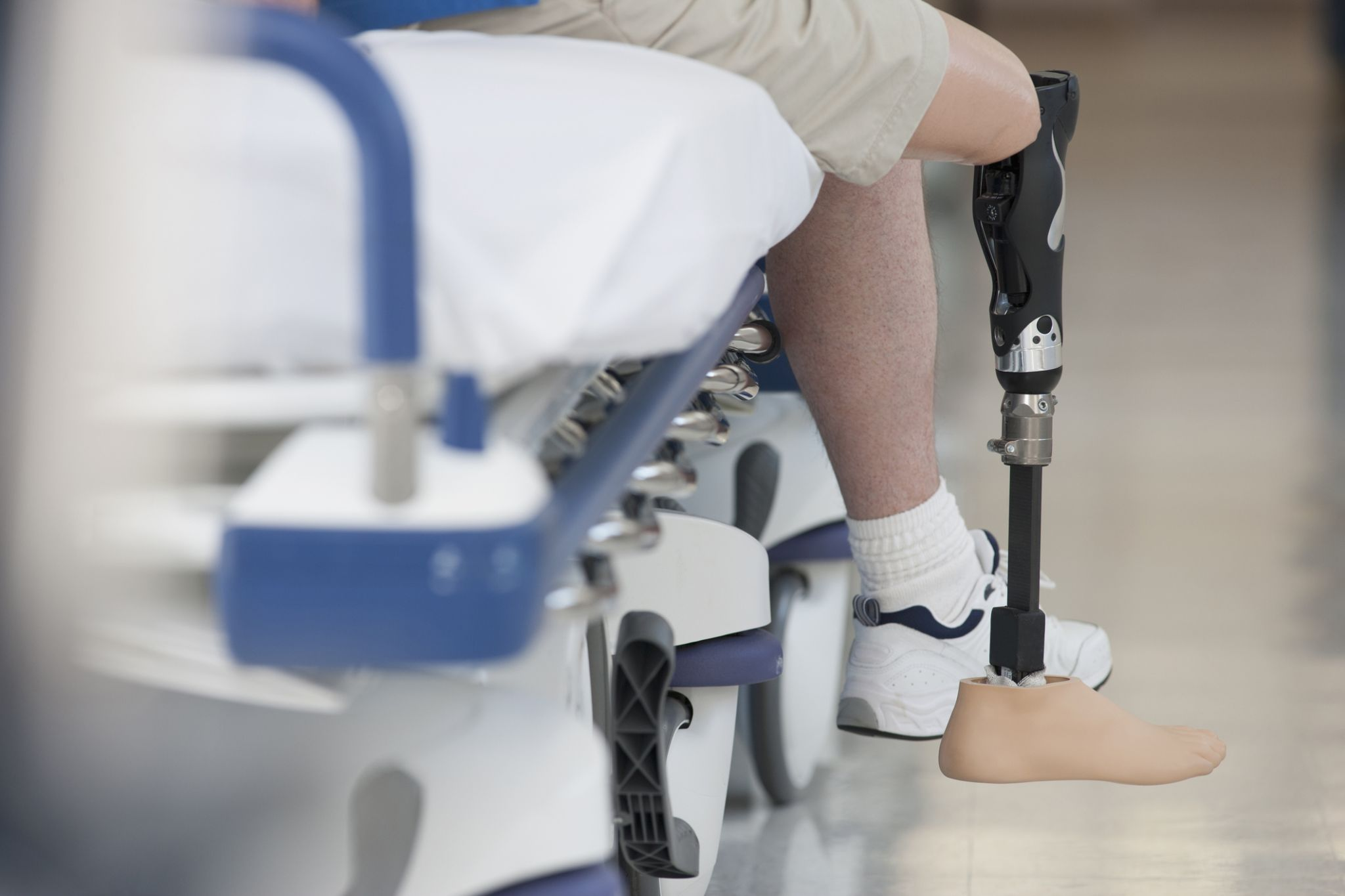 County pays to settle suit by ex-inmate over prosthetic leg