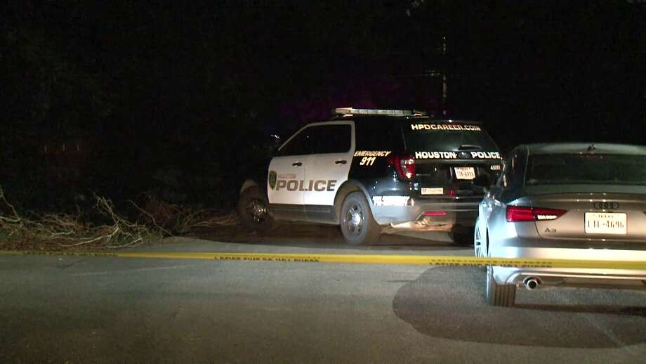 Houston police are investigating a fatal shooting that left one man dead and lying in the road near the Brookhaven neighborhood Friday night. Photo: Metro Video Services