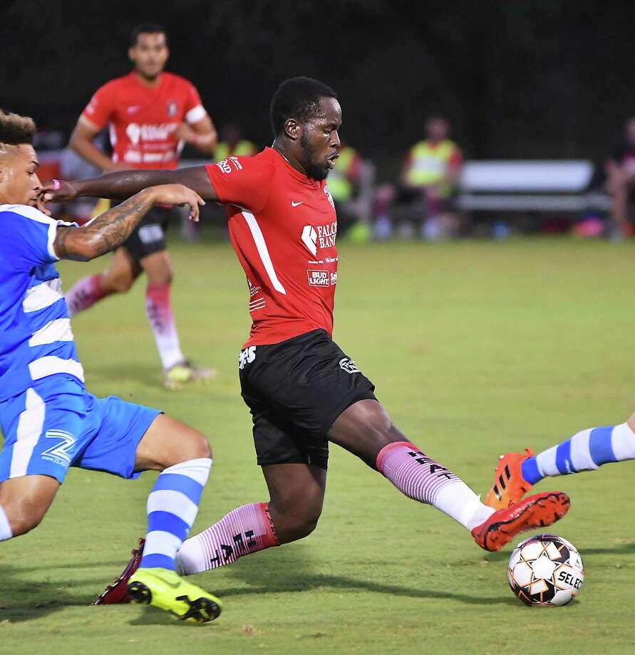Jeremiah Egujie and the Heat drew against the Fort Worth Vaqueros 3-3 Saturday in Laredo's last home match of the season. Photo: Cuate Santos /Laredo Morning Times / Laredo Morning Times