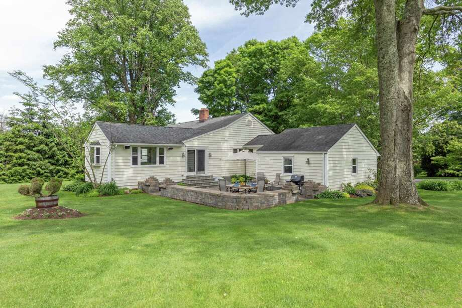 This property has a mix of open lawn, beautiful landscaping and flower gardens, and tall trees. Photo: Austin Eterno / Austin Eterno 2019