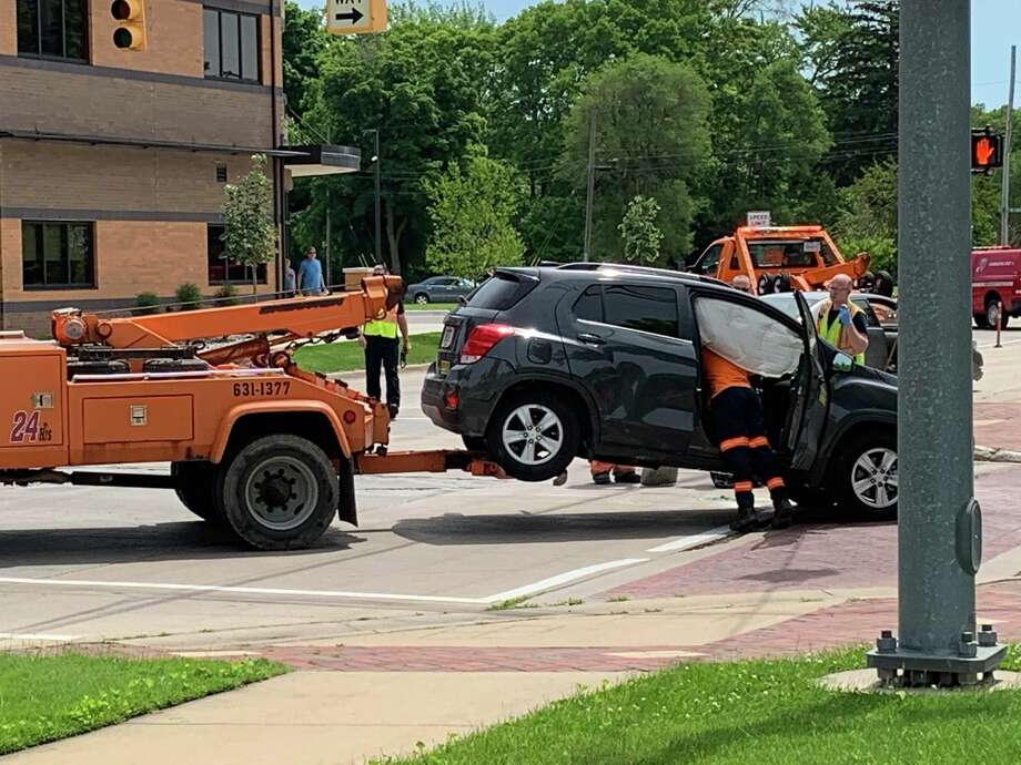 Midland police and firefighters clean up after a two-vehicle crash at the intersection of Buttles and Ashman Streets on June 30, 2019. (Mitchell Kukulka/Mitchell.Kukulka@mdn.net) Photo: Mitchell Kukulka