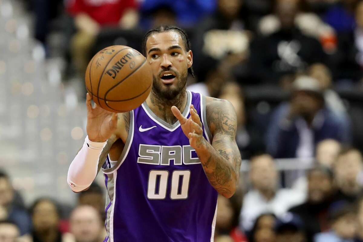 Willie Cauley-Stein of the Sacramento Kings passes the ball against the Washington Wizards in the fist half at Capital One Arena on March 11, 2019 in Washington, D.C. Cauley-Stein is reportedly signing with the Golden State Warriors.