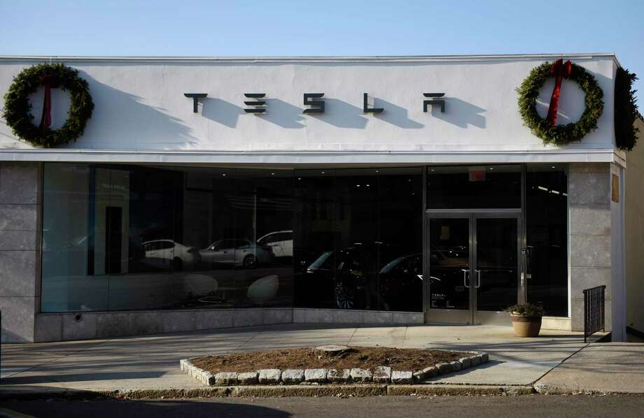 The former Tesla showroom on Greenwich Avenue in Greenwich is the focus of a Connecticut Supreme Court appeal. Photo: Tyler Sizemore / Hearst Connecticut Media / Greenwich Time