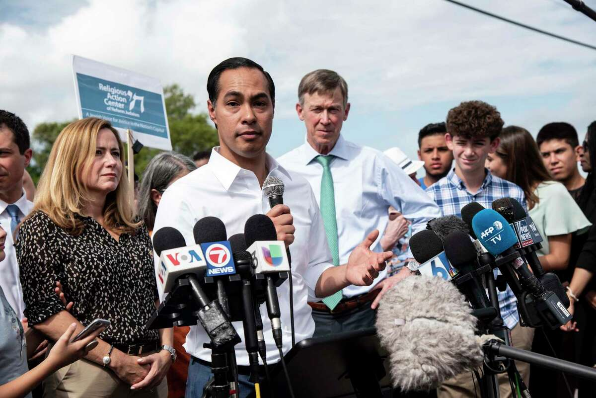 Democratic presidential candidate, Secretary Julian Castro, makes a statement to media outside of the Homestead Detention Center on June 28, 2019 in Homestead, Fla. (Jennifer King/MIami Herald/TNS)