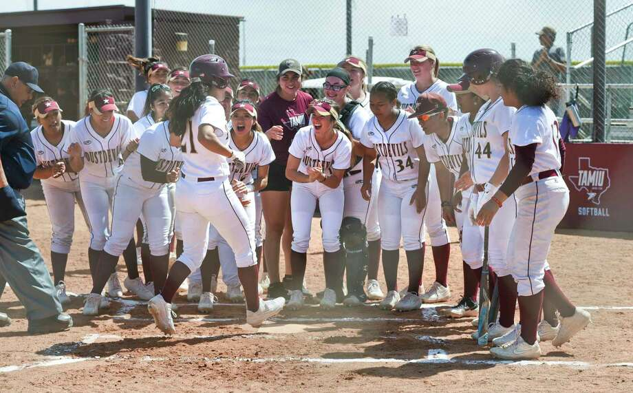 TAMIU softball has made the Heartland Conference tournament in 11 straight seasons, but they'll try to extend that streak next season in the Lone Star Conference. Photo: Danny Zaragoza / Laredo Morning Times File / Laredo Morning Times