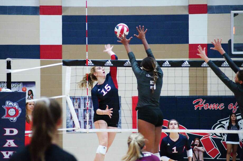 Dawson's Madison Deslatte (15) joined select athletes on the Greater Houston Volleyball Coaches Association preseason team. Photo: Kirk Sides / Houston Chronicle / © 2018 Kirk Sides / Houston Chronicle