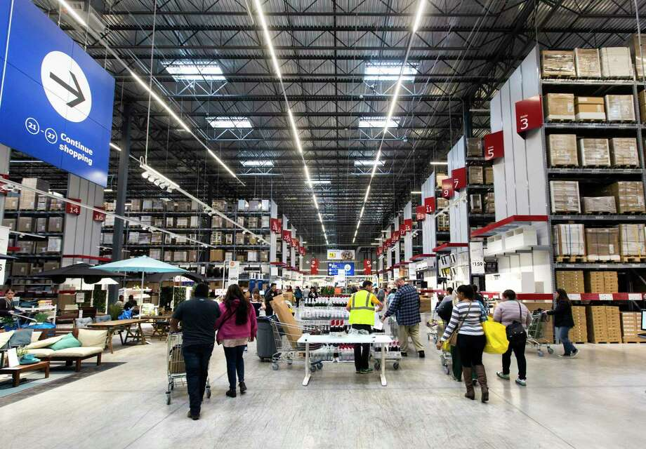Shoppers wind their way through Ikea's Live Oak store in February 2019, when the store opened. Photo: William Luther /San Antonio Express-News / © 2019 San Antonio Express-News
