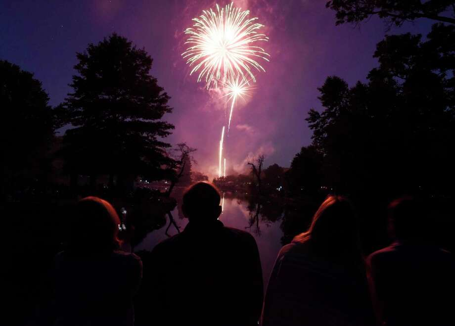 FILE PHOTO of a fireworks display at Binney Park in Old Greenwich, Conn. on Saturday, July 7, 2018. Photo: Tyler Sizemore / Hearst Connecticut Media / Greenwich Time