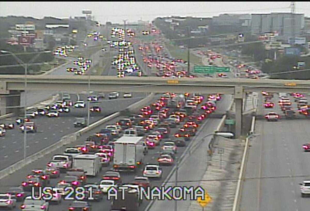 A major crash has shut down all but one lane on U.S. 281 North near Bitters Road.