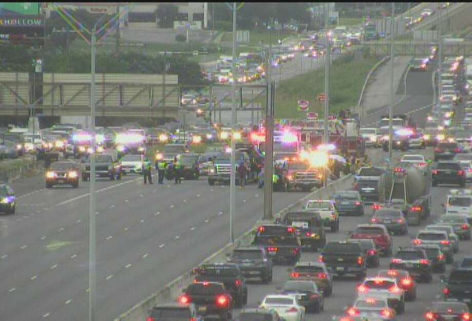 A major crash has shut down all but one lane on U.S. 281 North near Bitters Road. Photo: Texas Department Of Transportation