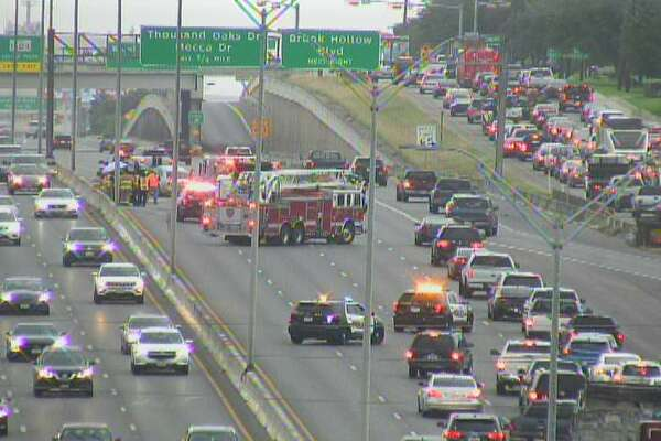 Traffic flowing on US 281 after major wreck - ExpressNews com