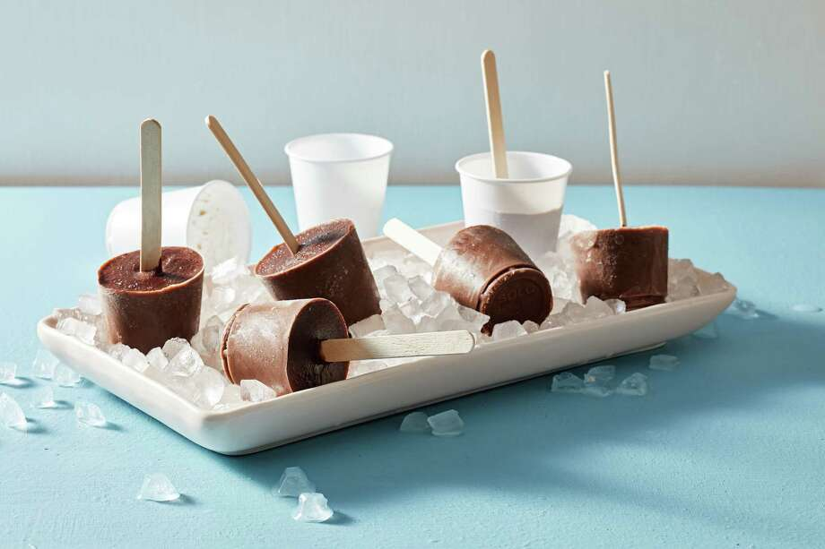 These 100-calorie chocolate pudding pops will take you back to childhood