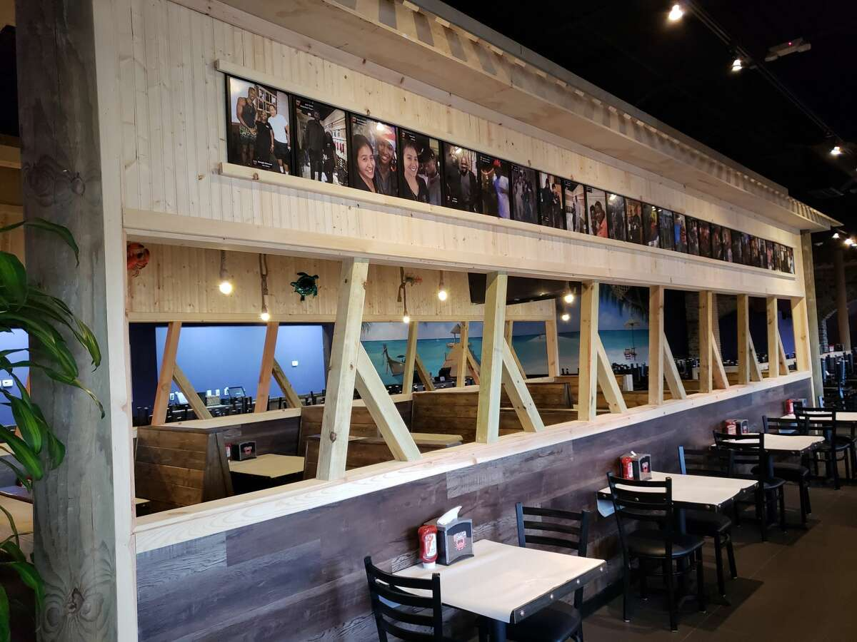 The casual space, a 7,000 square-feet, features seating for 402.
