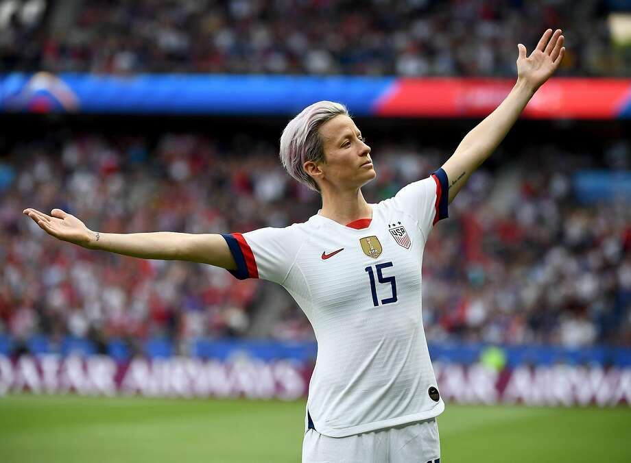 United States' forward Megan Rapinoe celebrates scoring her team's first goal during the France 2019 Women's World Cup quarter-final football match between France and United States, on June 28, 2019, at the Parc des Princes stadium in Paris. Photo: Franck Fife / AFP / Getty Images