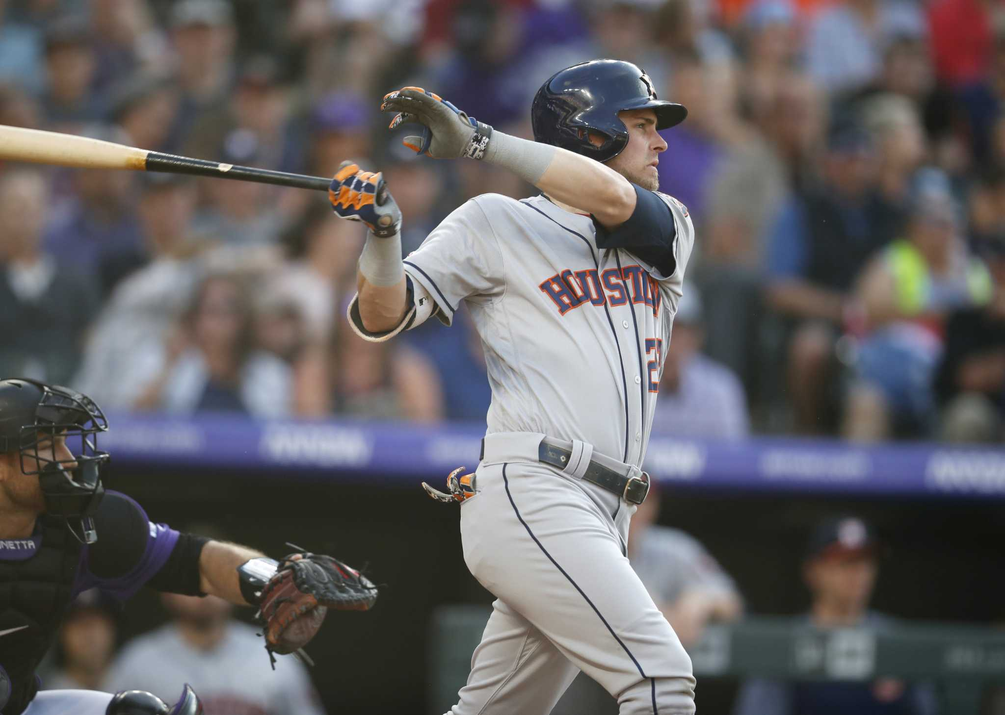 Astros battle on the road to sweep series against Rockies