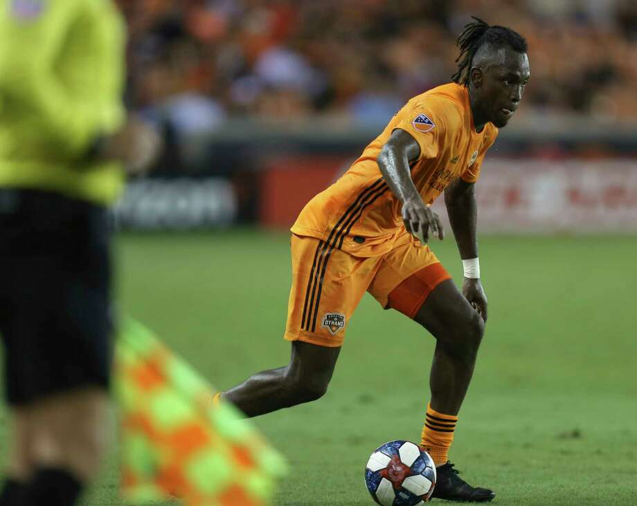 Houston Dynamo forward Alberth Elis (17) dribble down the field during the second half of the MLS game against the New York Red Bulls at BBVA Stadium on Wednesday, July 3, 2019, in Houston. Photo: Yi-Chin Lee, Staff Photographer / © 2019 Houston Chronicle