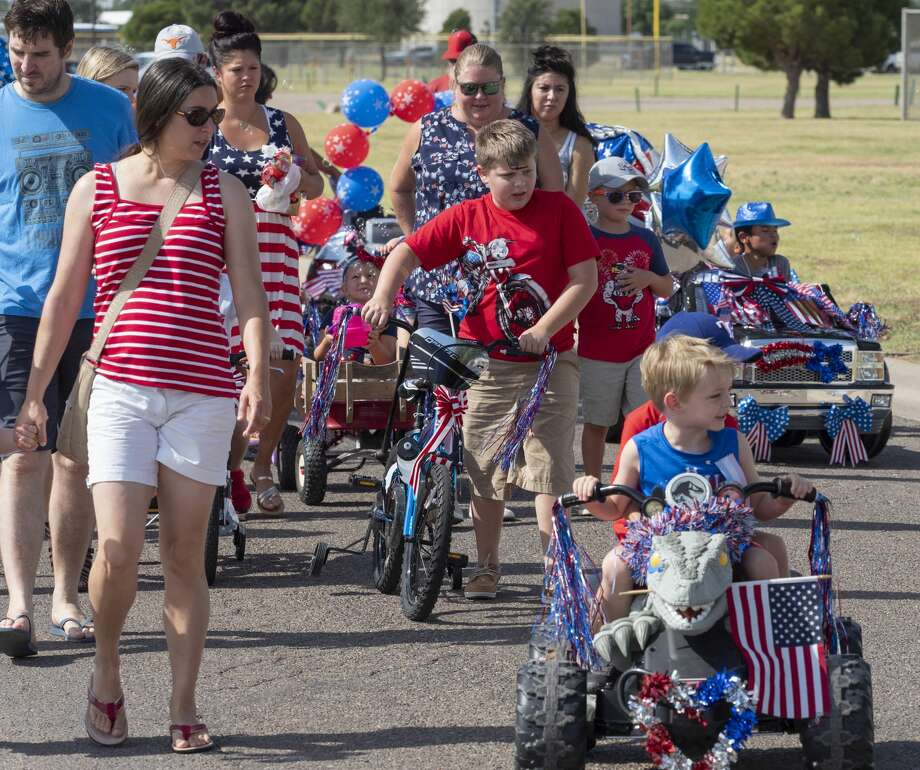 Midland children and parents make their way through Hogan Park 07/04/19 morning for the 57th annual Children's Parade presented by the Col. Theunis Chapter of the Daughters of the American Revolution. Tim Fischer/Reporter-Telegram Photo: Tim Fischer/Midland Reporter-Telegram