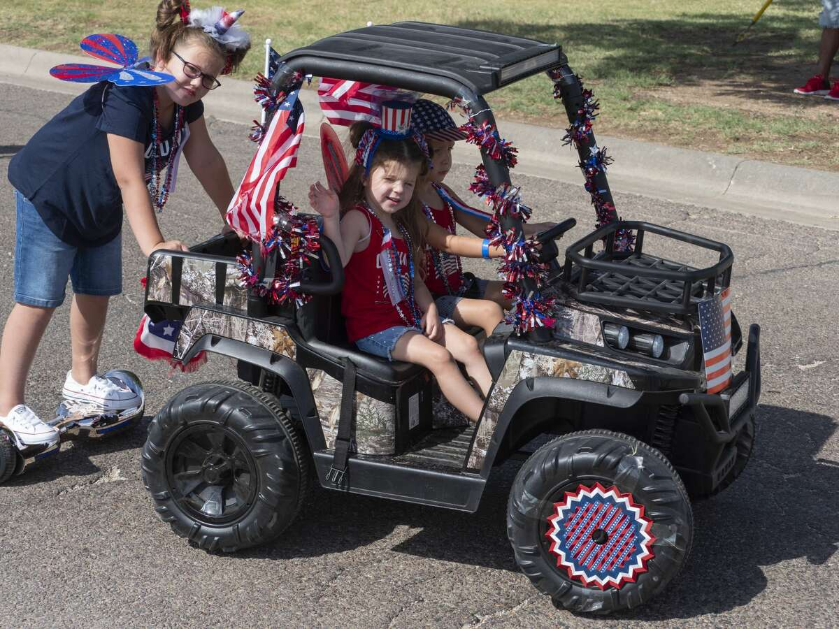 Midland children and parents make their way through Hogan Park 07/04/19 morning for the 57th annual Children's Parade presented by the Col. Theunis Chapter of the Daughters of the American Revolution. Tim Fischer/Reporter-Telegram