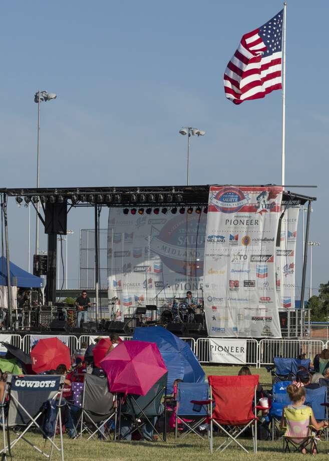 Crowds gathered under shade umbrellas 07/04/19 at the Star-Spangled Salute at Hogan Park. Tim Fischer/Reporter-Telegram Photo: Tim Fischer/Midland Reporter-Telegram