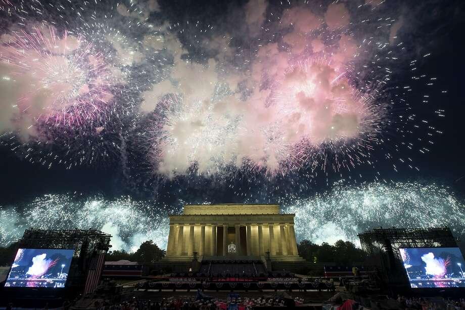 Fireworks light the sky near the Lincoln Memorial, Thursday, July 4, 2019, in Washington. Photo: Alex Brandon, Associated Press