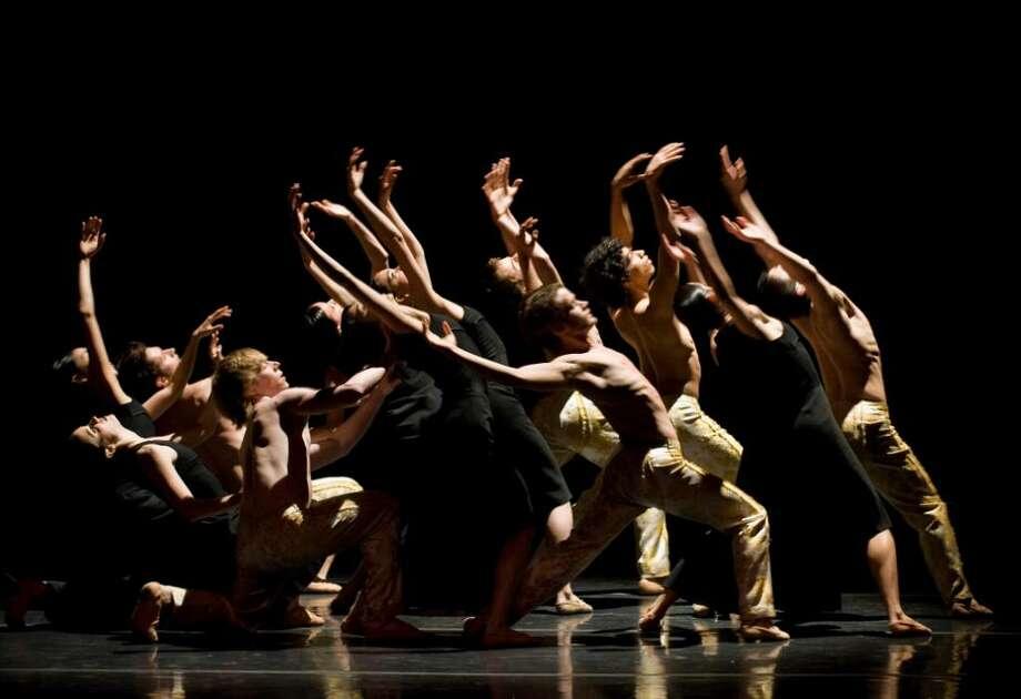 "CND2 (Compa?a Nacional de Danza 2) in ""Gnawa"" (Fernando Marcos)"