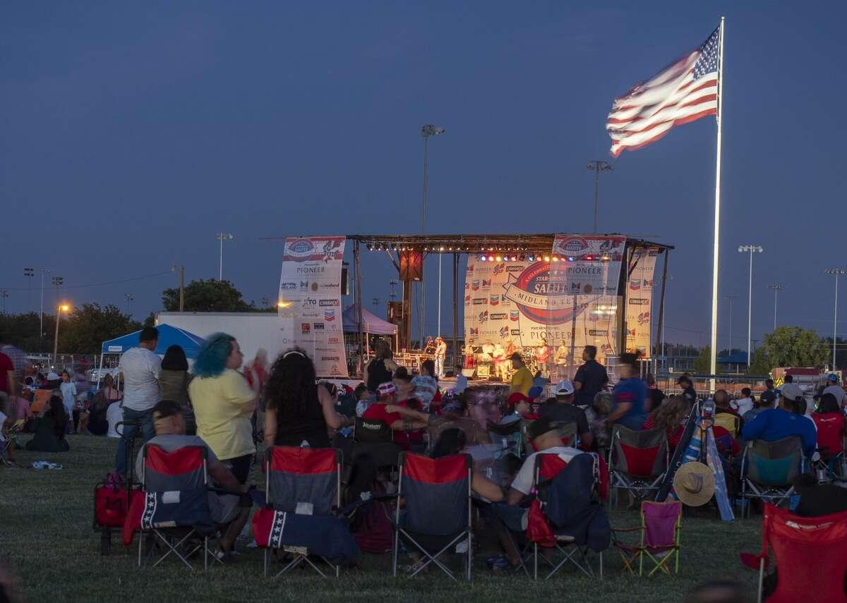 Fireworks light up the sky 07/04/19 at the Star-Spangled Salute at Hogan Park. Tim Fischer/Reporter-Telegram