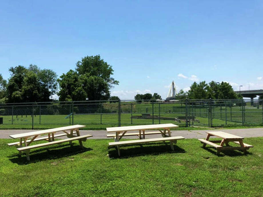 Artists sought for dog park picnic tables - Alton Telegraph