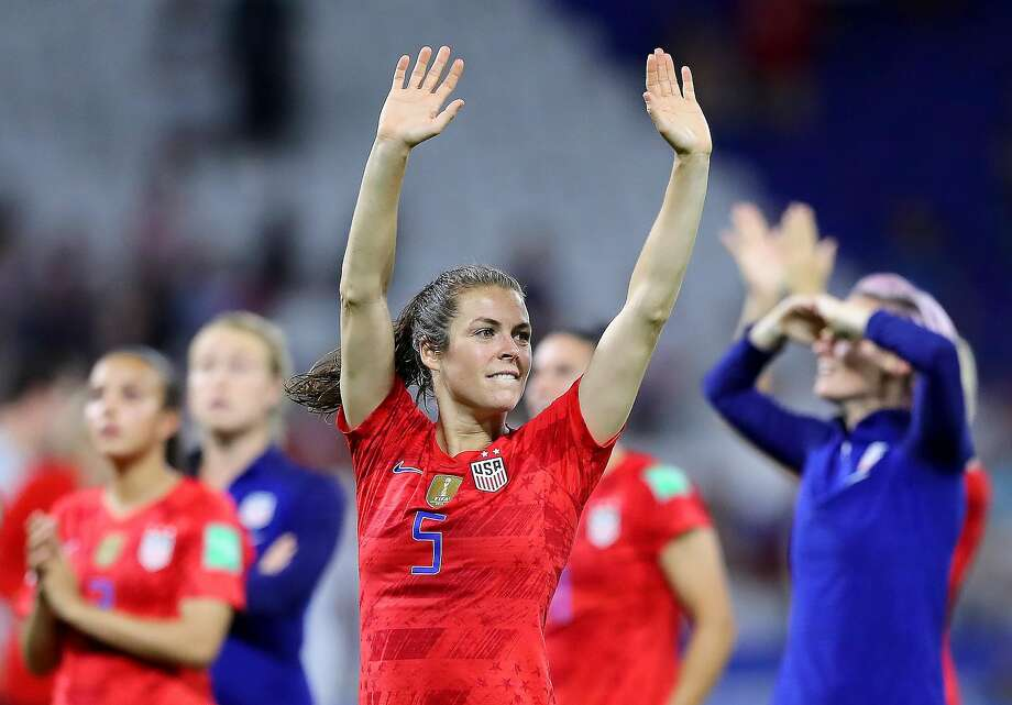 Kelley O'Hara's move from midfielder to defender was one of many U.S. changes by coach Jill Ellis. Photo: Elsa / Getty Images