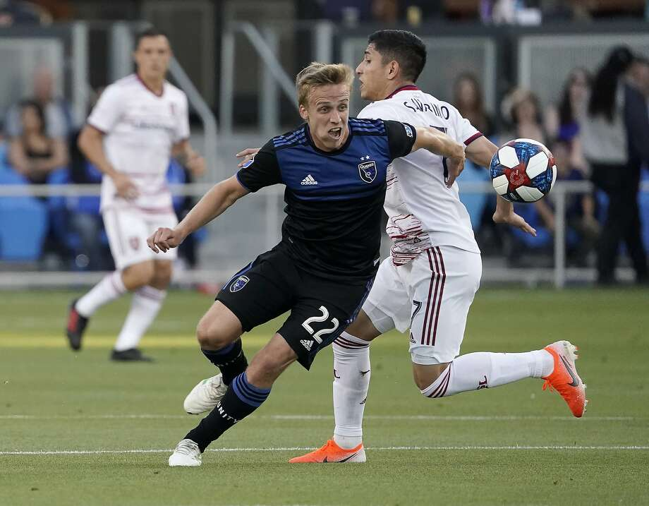 Earthquakes forward Tommy Thompson (22) chases after the ball as Real Salt Lake forward Jefferson Savarino pursues. Photo: Tony Avelar / Associated Press