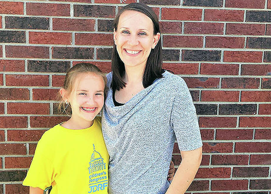 Morgan Steckel and her mother Beth will travel to Washington, D.C., this week to join 160 other children to talk about juvenile diabetes. Photo: Dylan Suttles   Hearst Illinois