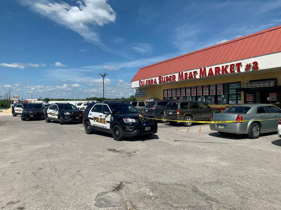 A security guard's gun accidentally fired at a small grocery on the South Side on Sunday, injuring two women. Photo: Valeria Olivares/ San Antonio Express-News