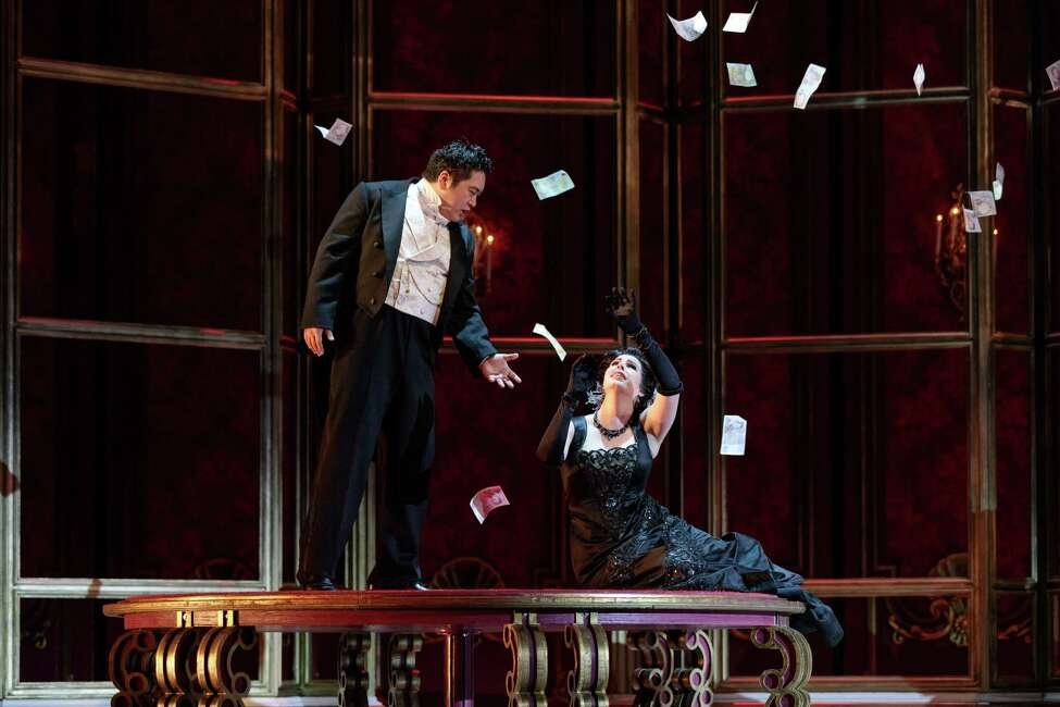 Kang Wang as Alfredo and Amanda Woodbury as Violetta in The Glimmerglass Festival's 2019 production of