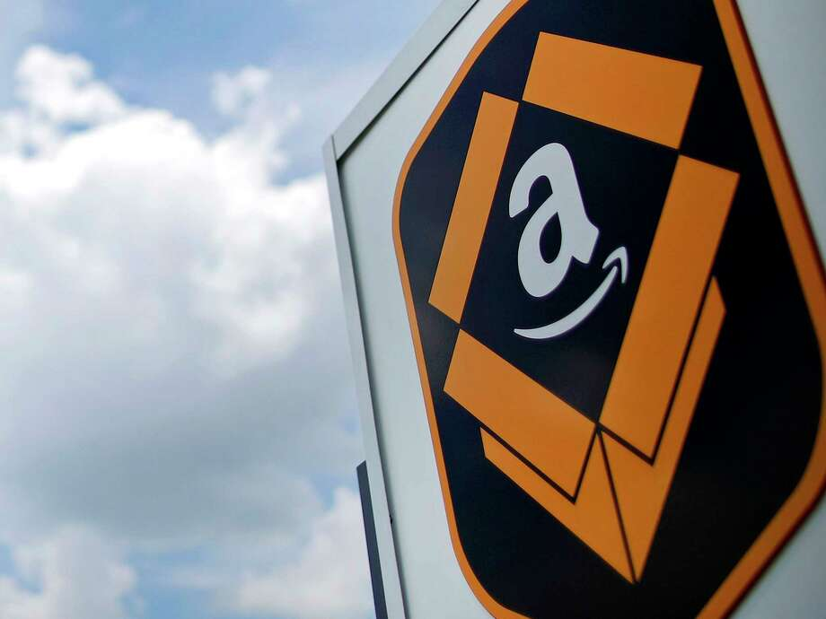 The Amazon.com logo in Kenosha, Wis. Photo: Bloomberg Photo By Jim Young. / 2017 Bloomberg Finance LP