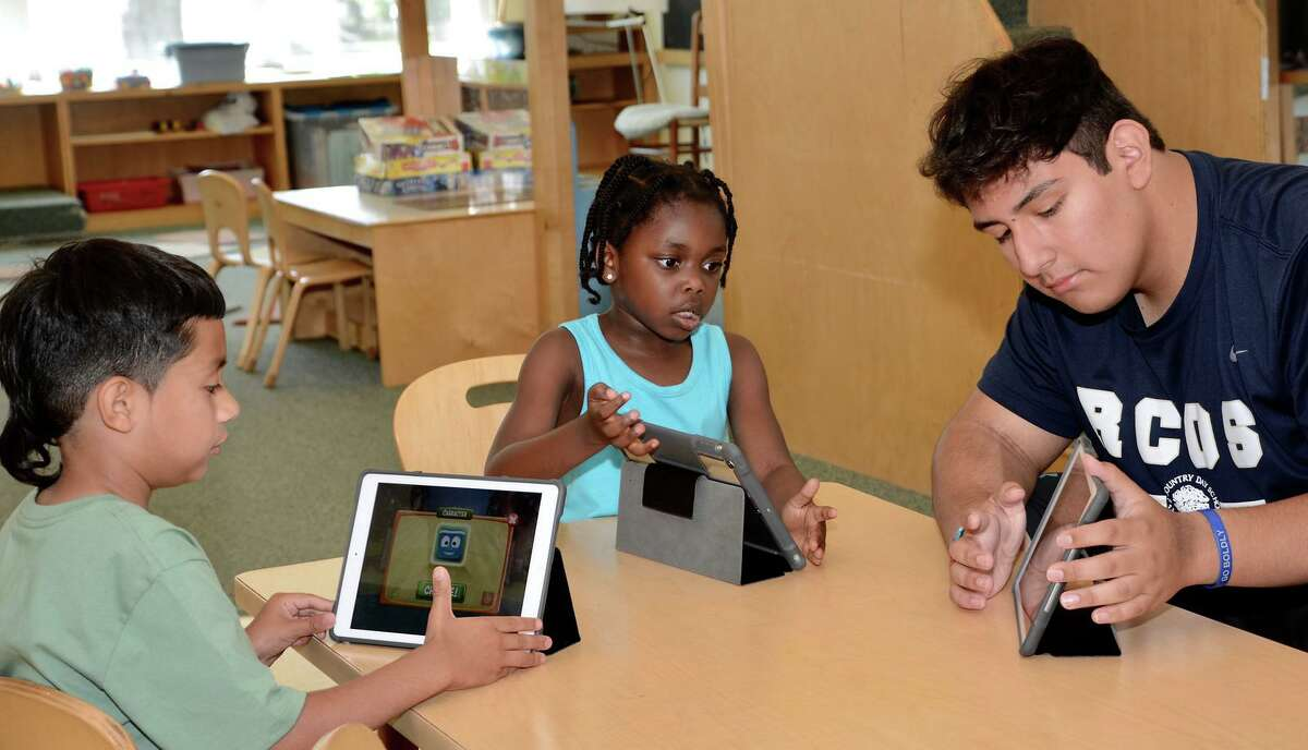 Kindergarten students participate in summer programming with Horizons at New Canaan Country School.