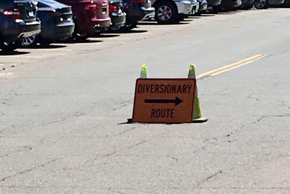 A sign diverting traffic on Tokeneke Road.