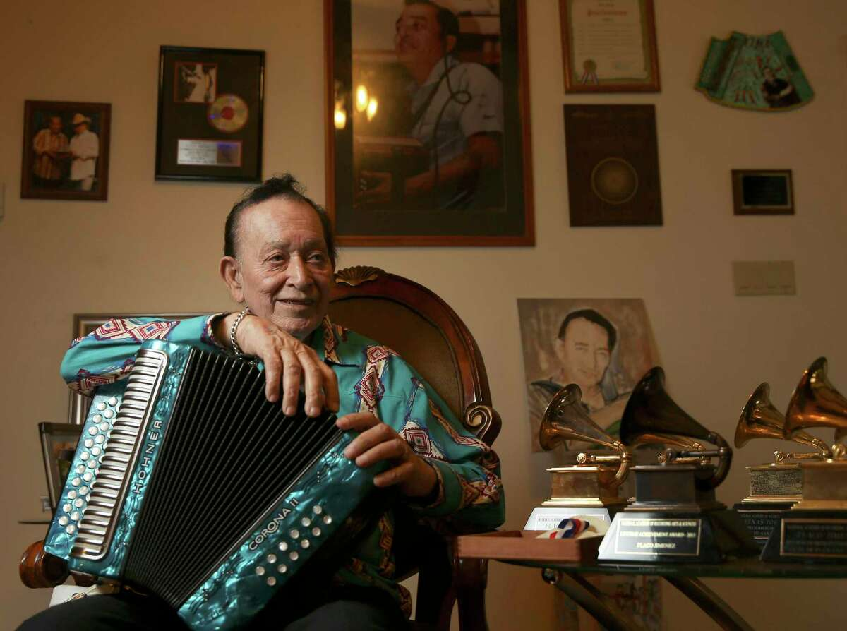 Flaco Jimenez will take part in the Ford Holiday River Parade