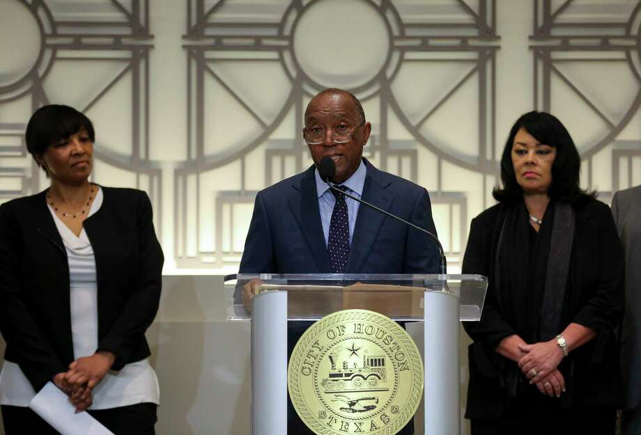 Mayor Sylvester Turner announces a proposed consent decree to improve the city's sanitary sewer system, during a press conference at City Hall Tuesday, July 9, 2019, in Houston. Photo: Godofredo A Vásquez, Houston Chronicle / Staff Photographer / © 2019 Houston Chronicle