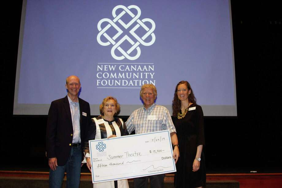 Through the New Canaan Community Foundation, Jeanne Gnuse made a grant in memory of her husband, Tom, to the Summer Theatre of New Canaan. Ed Libonati of STONC accepted the grant. Photo: New Canaan Community Foundation / Contributed Photo / © Andrew Patterson