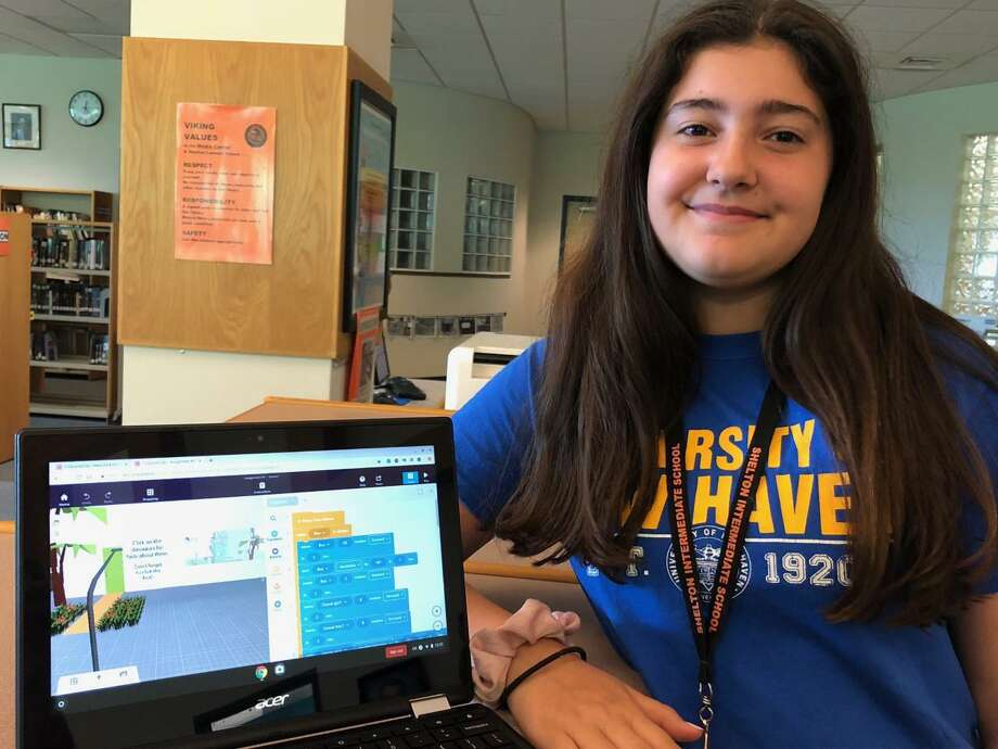 Shelton Intermediate School eighth grader Alyssa Teixeira used coding to enhance her virtual reality project. Photo: Brian Gioiele/Hearst Connecticut Media