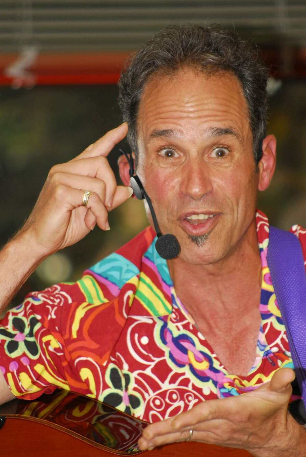 Children's musician Les Julian will be performing at the Shelton libraries' end of summer reading party.