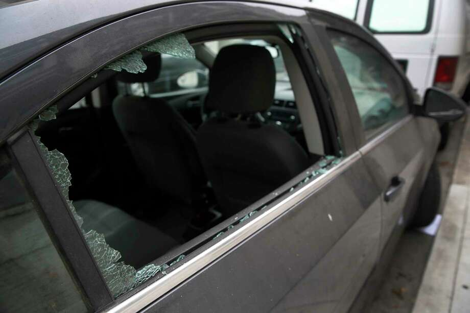 The rear window of a car is smashed. Photo: Paul Chinn / The Chronicle / ONLINE_YES