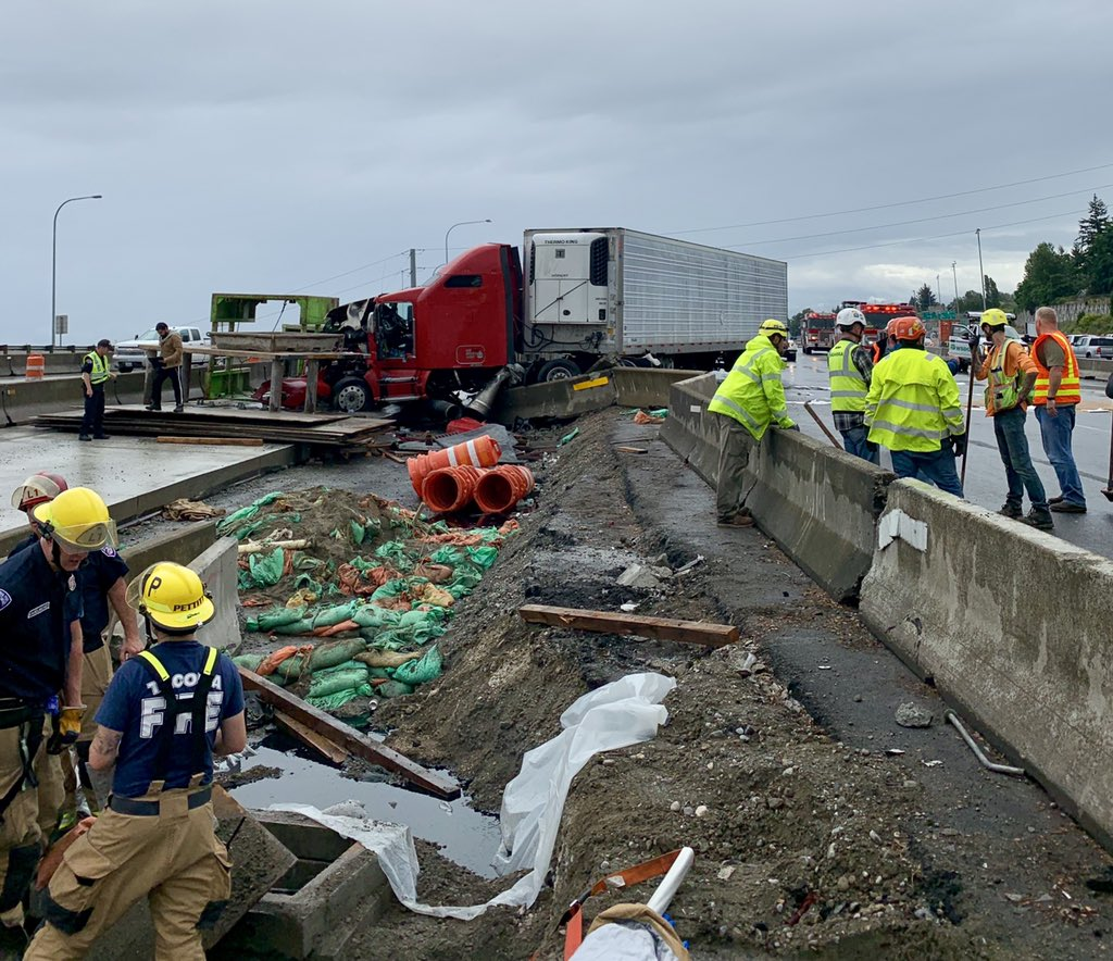 SB lanes of I-5 closed in Tacoma after tractor-trailer crash