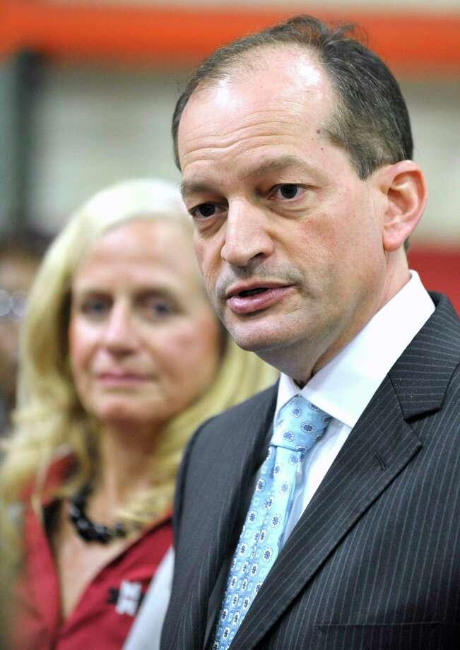 As a federal prosecutor, Alexander Acosta gave a sweetheart deal to multimillionare Jeffrey Epstein in a sex-crime case. As labor secretary, he is overseeing policies that enable predators. Photo: Todd McInturf /Associated Press / Internal